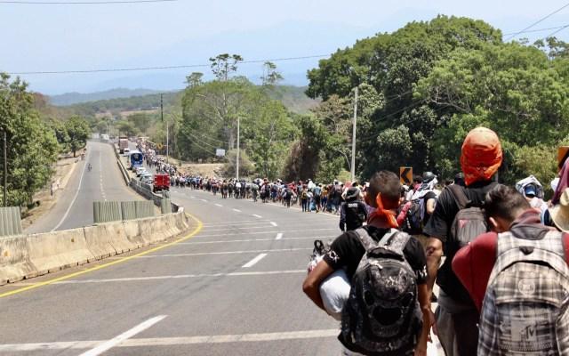 Caravana de dos mil centroamericanos avanza hacia Escuintla, Chiapas - Segunda caravana de migrantes sobre la Tapachula-Arriaga. Foto de Notimex