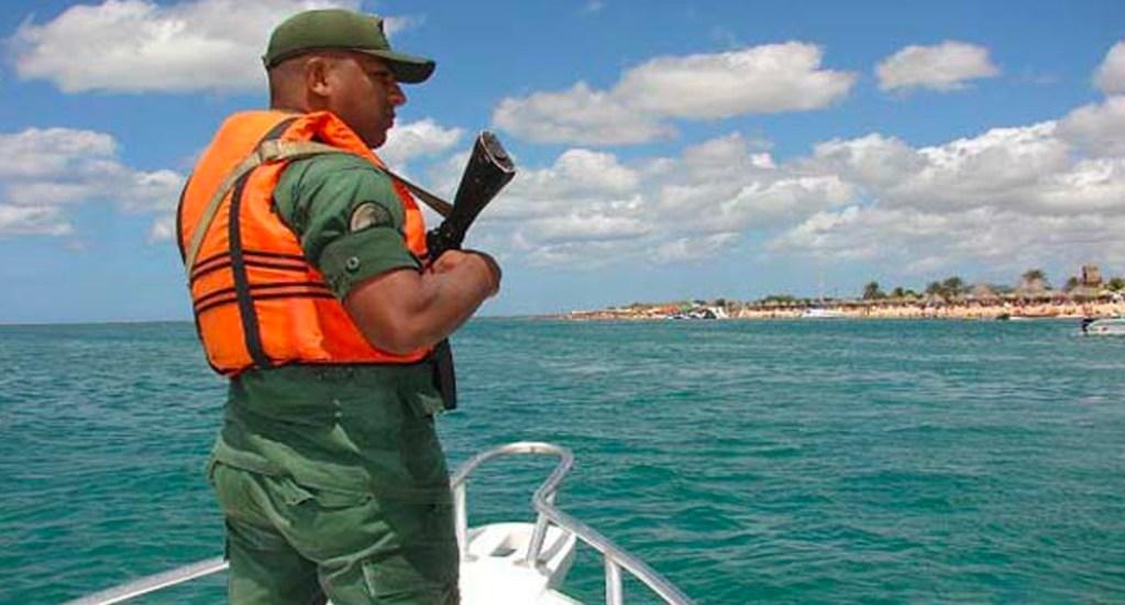 Naufraga embarcación con 35 venezolanos que huían de su país - Foto de Notifalcon
