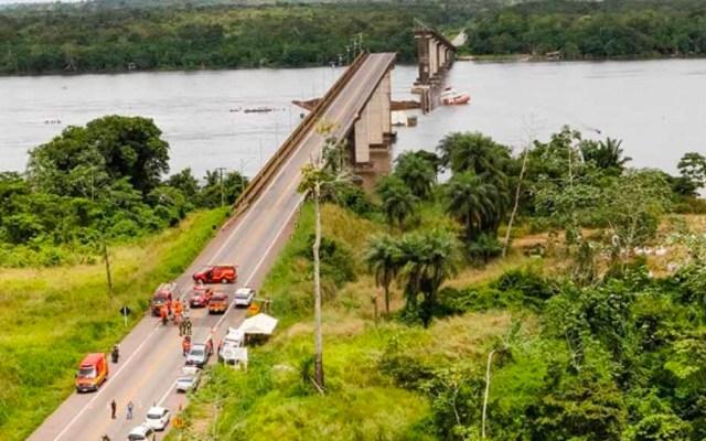 Balsa derrumba puente en Brasil, autoridades buscan desaparecidos - Foto de Reuters
