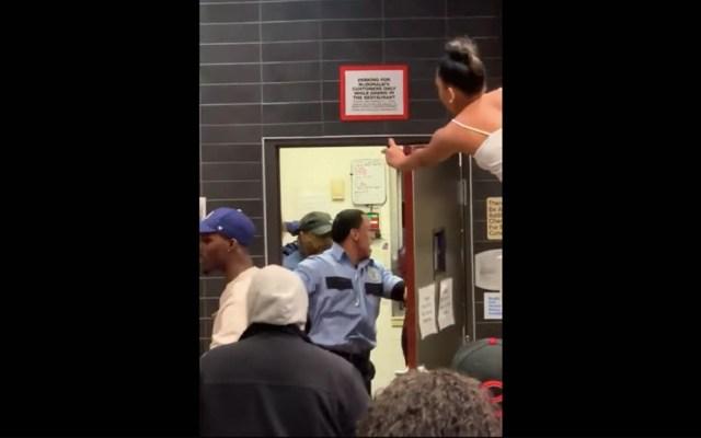#Video Pelea en McDonald's de Nueva Jersey deja cuatro detenidos - Captura de pantalla