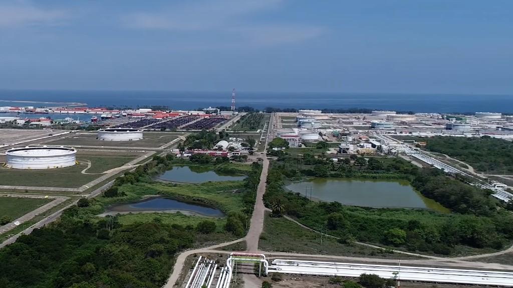 Organización campesina exige a AMLO cumplir compromisos ambientales - Terreno destinado a la construcción de la Refinería de Dos Bocas. Captura de pantalla / Pemex