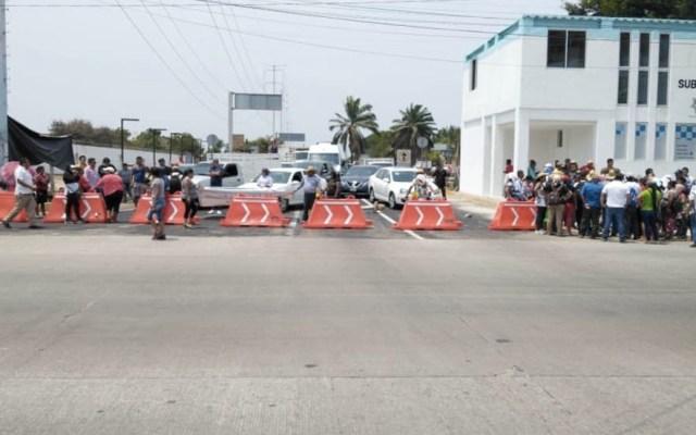 Bloquean zona Diamante de Acapulco para exigir liberación de 16 detenidos - Acapulco bloqueo