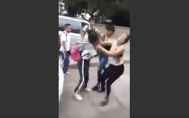 #Video Agreden a estudiante de secundaria en Morelos