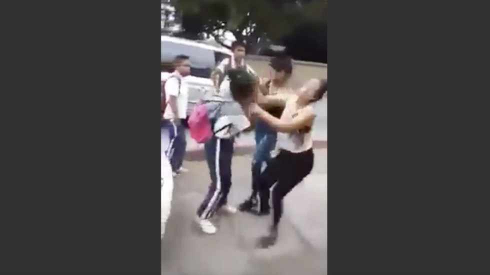 #Video Agreden a estudiante de secundaria en Morelos