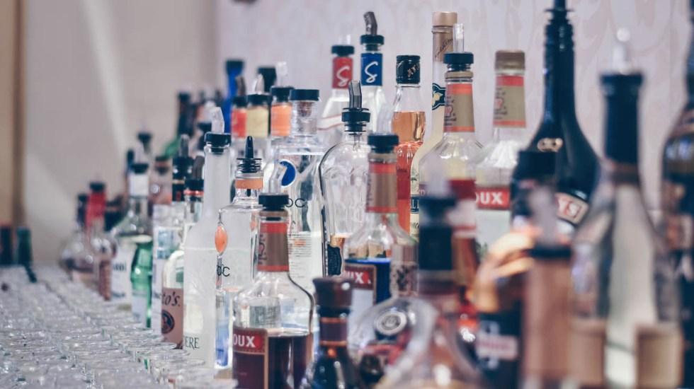 Gobierno federal analiza aumentar impuesto al alcohol y el tabaco - Fotografía de bebidas alcohólicas. Foto de Ibrahim Boran para Unsplash