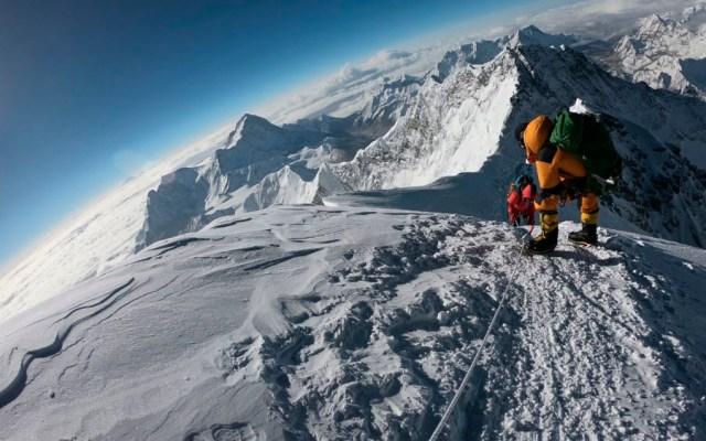 Suman 10 alpinistas muertos en elEverest - alpinistas everest