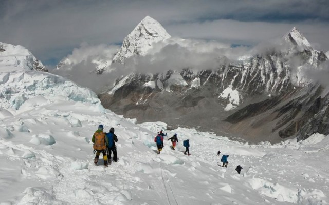 Mueren tres alpinistas en el Everest - alpinistas everest