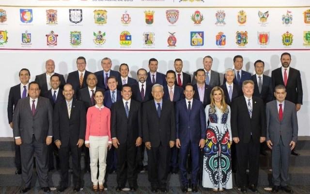 López Obrador comerá con gobernadores del PAN - AMLO con todos los gobernadores en última reunión con la Conago. Foto de @nachoperaltacol