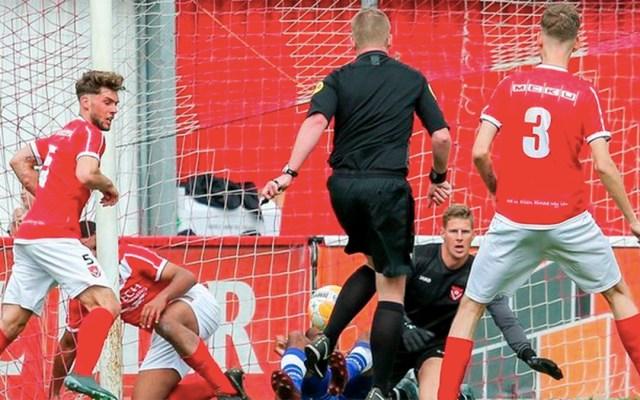 #Video Árbitro valida un gol anotado por él mismo en Holanda - árbitro gol holanda