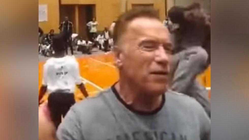 #Video Agreden a Arnold Schwarzenegger con patada voladora - Foto Arnold Snapchat