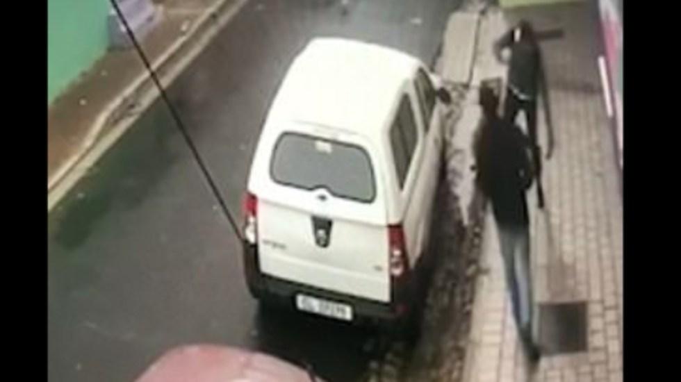 #Video Apuñalan y asaltan a estudiante en Sudáfrica - Foto de Daily Mail