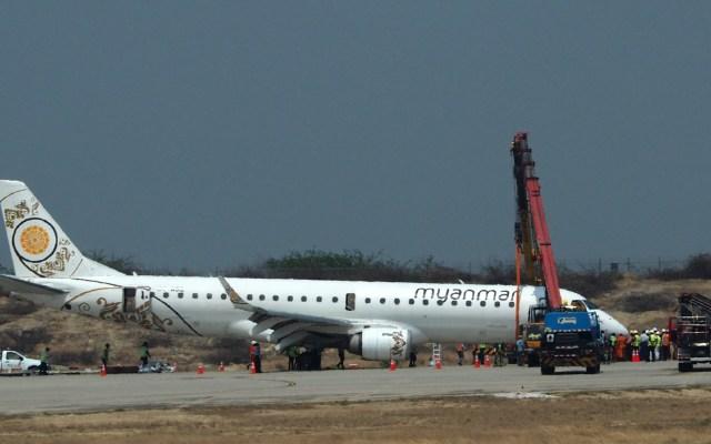 Avión aterriza sin ruedas delanteras en Myanmar - avión aterriza de emergencia sin ruedas delanteras en myanmar