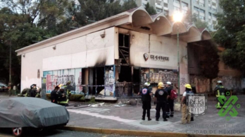 Incendio en local de Blockbuster de Tlatelolco - Foto de @OVIALCDMX