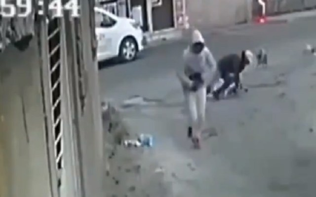 #Video Tiran a anciano de andadera durante asalto en Tlalpan - Caída de anciano tras asalto en Tlalpan. Captura de pantalla