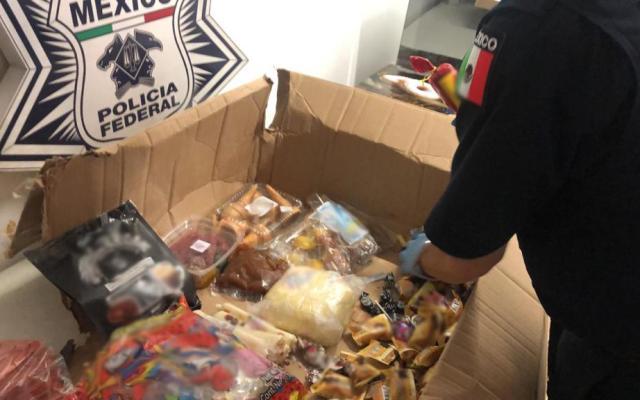 Aseguran droga entre paquete de dulces en la Ciudad de México - Caja de dulces inspeccionada en empresa de paquetería. Foto Especial