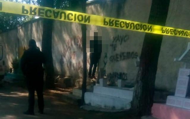 Hallan a hombre colgado en panteón de Azcapotzalco - hombre colgado panteón Azcapotzalco