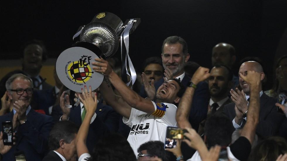 Valencia festeja su centenario ganando la Copa del Rey al Barcelona - Foto de AFP