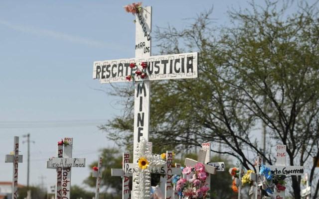 Rescatarán cuerpos de mineros en Pasta de Conchos - Cruces en memoria de víctimas de Pasta de Conchos. Foto de Archivo / El Siglo de Torreón