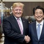 Trump renueva confianza en Japón pese a ensayos nucleares - Donald Trump con Shinzo Abe antes de presenciar pelea de sumo. Foto de @realDonaldTrump