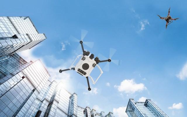 NASA investigará tránsito de drones en Texas - Drones volando en ciudad. Foto de NASA