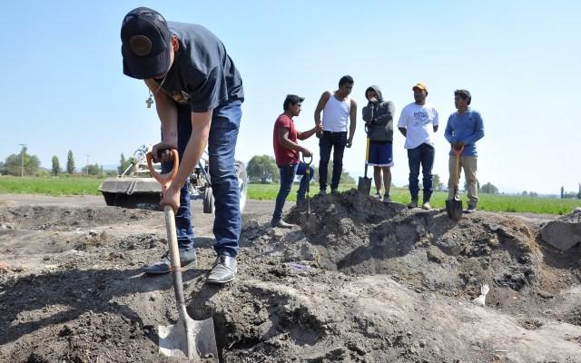 FGR identifica a causantes de la explosión de Tlahuelilpan - Familiares de víctimas de Tlahuelilpan en busca de restos. Foto de Notimex