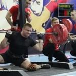 #Video Deportista se rompe la pierna al cargar pesa de 250 kg