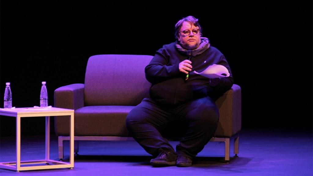 Del Toro ofrece pagar transporte a equipo olímpico de Matemáticas - Guillermo del toro avión competencia de matemáticas
