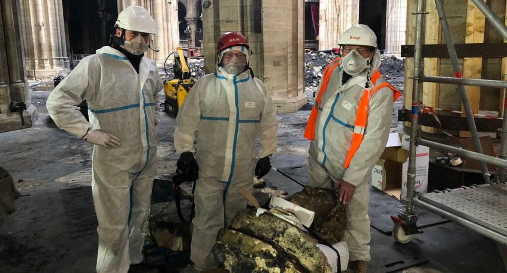Hallan 'querubín dorado' entre escombros de Notre-Dame. Noticias en tiempo real