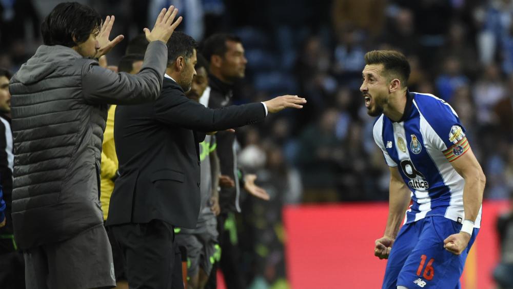Técnico del Benfica elogia labor de Héctor Herrera en el Porto - Foto de AFP