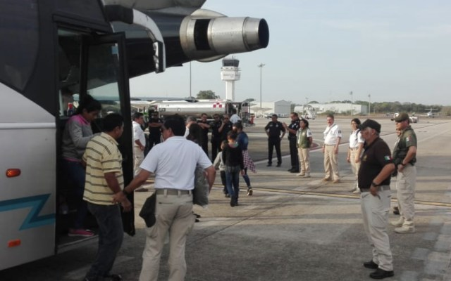 Migración devuelve a 111 hondureños a su país - Foto de @INAMI_mx