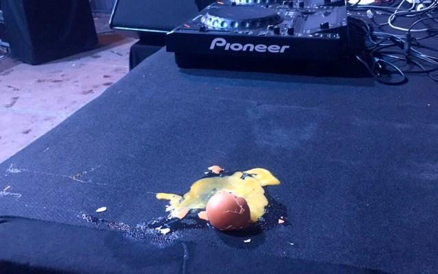 #Video Lanzan huevos durante concierto de Marta Sánchez - huevos marta sanchez