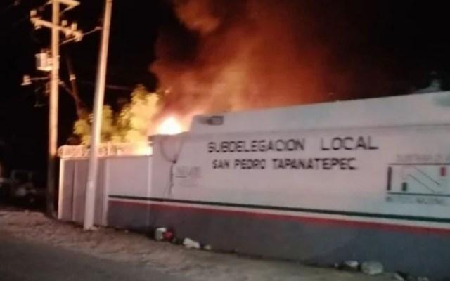 Detienen a ocho centroamericanos por incendio de estación migratoria - Incendio en estación migratoria de Oaxaca. Foto Especial / El Universal