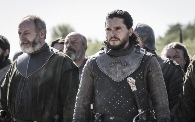 Adelantan imágenes del episodio cinco de Game of Thrones - Jon Snow y Ser Davos. Foto de HBO / EW