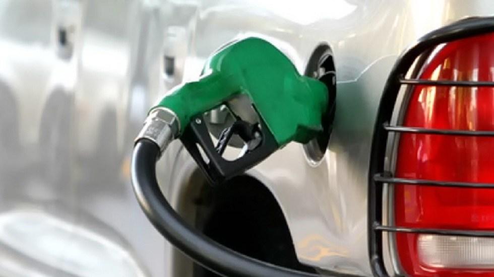 Los precios de las gasolinas - Manguera de gasolina. Foto de CRE