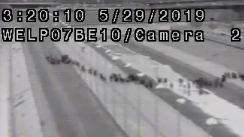 EE.UU. arrestó grupo récord de mil 036 migrantes en frontera con México - Foto de @realDonaldTrump