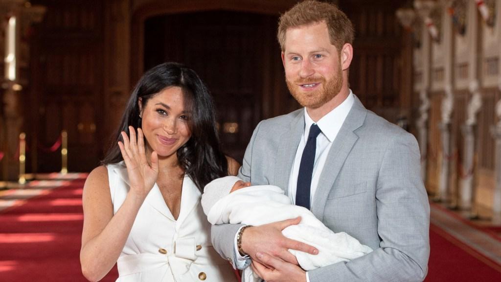 BBC despide a presentador que comparó al bebé real con un mono - presentador de bbc compara al príncipe harry con un mono