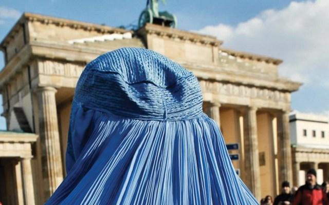 Alemania podría prohibir uso de velo islámico en escuelas - Foto de AFP