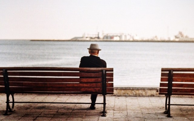 Pfizer ocultó investigación que reduciría el riesgo de padecer Alzheimer: Washington Post - Científicos de Pfizer hallaron en 2015 que un medicamento contra la artritis prevendría el Alzheimer. Foto de Diana Spatariu / Unsplash