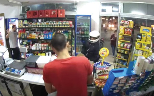 #Video Ladrón se dispara accidentalmente durante asalto y muere - Captura de pantalla