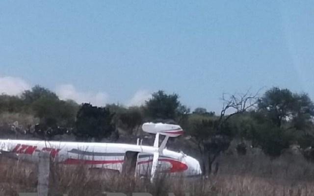 Avión pequeño aterriza de emergencia en Querétaro - Avión pequeño accidentado en Querétaro. Foto de RR Noticias