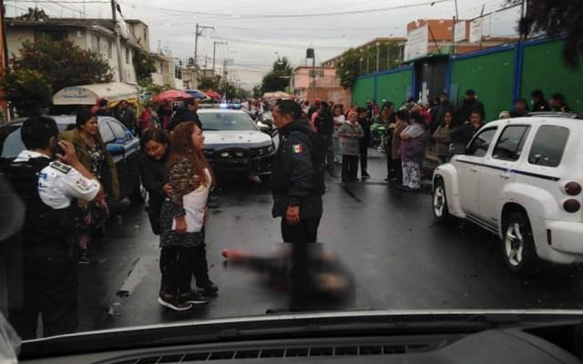 Balacera afuera de escuela en Neza deja un hombre y un niño muertos - Foto de @Caasi201