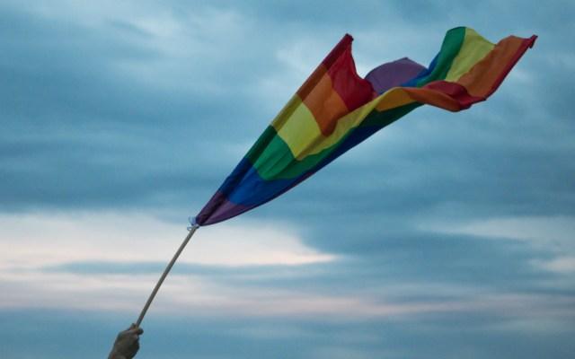 Pompeo restringe las banderas arcoíris en embajadas en mes del Orgullo Gay - Foto de Yannis Papanastasopoulos para Unsplash