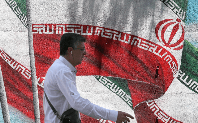 Irán culpa a Trump de destruir mecanismos mundiales para mantener la paz - bandera iran