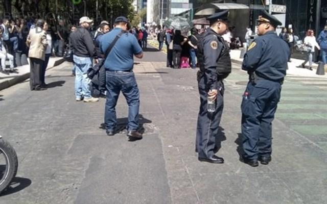 Manifestantes bloquean lateral de Paseo de la Reforma - Foto de @OVIALCDMX