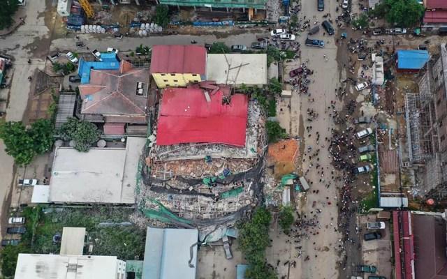 Derrumbe de construcción en Camboya deja al menos tres muertos - Camboya Construcción derrumbe obreros