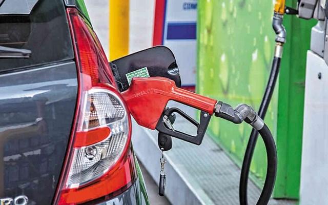 Quién es quién en los precios de las gasolinas - Carga de Combustible. Foto de Alejandro Acosta