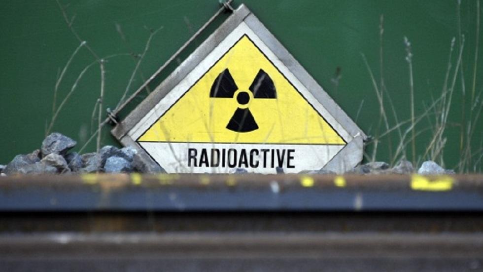 Reabrirán puerto pesquero cerrado por accidente nuclear de Fukushima - Cartel de radiactividad en Tomioka. Foto de EFE / Christophe Karaba
