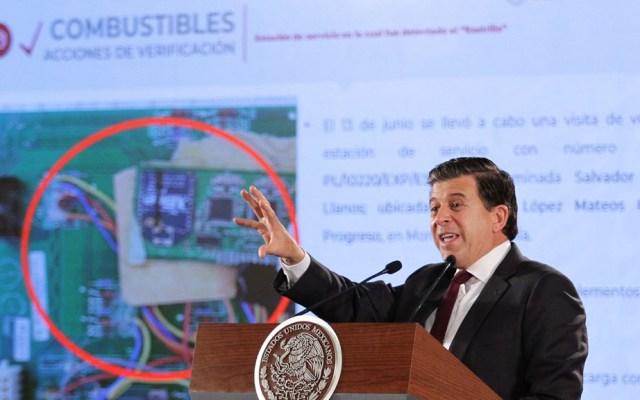 Hallan segundo 'rastrillo' en gasolinera para despachar menos - Ricardo Sheffield en conferencia de prensa de López Obrador. Foto de Notimex