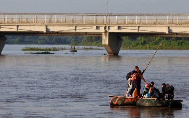 Naciones Unidas respalda Plan de Desarrollo de Centroamérica - Cruce de migrantes a México por el Río Suchiate. Foto de Notimex