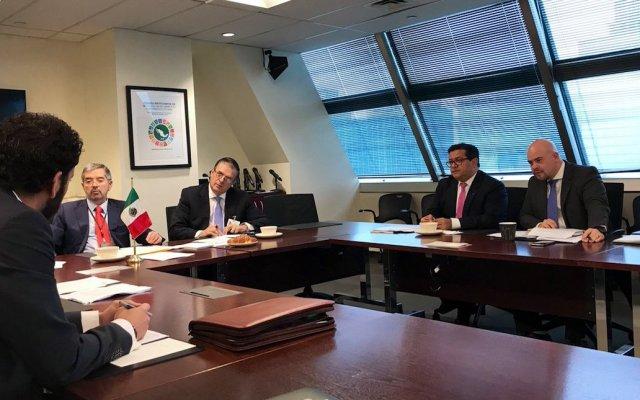 Acude Ebrard a la ONU; se reunirá con Antonio Guterres - El canciller Ebrard y el Emb. Juan Ramón de la Fuente en reunión previa con Antonio Guterres. Foto de @MexOnu